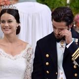 Sie strahlt und er kann es noch gar nicht glauben: Sofia Hellqvist und Prinz Carl Philip sind jetzt Mann und Frau.