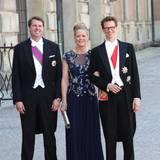 Graf Christian Bernadotte, Christine Stoltmann und Philipp Haug kommen bei der kirchlichen Hochzeit von Prinz Carl Philip und Sofia Hellqvist an.