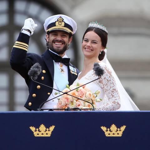Geschafft! Prinz Carl Philip ballt die Faust und strahlt. Das erinnert ein bisschen an eine ähnliche Geste von seinem Schwager Chris O'Neill bei dessen Hochzeit mit Prinzessin Madeleine.