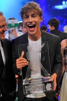 """29. September 2011: Der Sieger des """"Bundesvision Song Contest 2011"""" heißt Tim Bendzko aus Berlin. Das Moderatorenteam Stefan Raa"""
