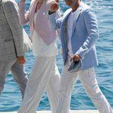Antonio Banderas und seine Freundin Nicole Kimpel begrüßen die Fotografen.