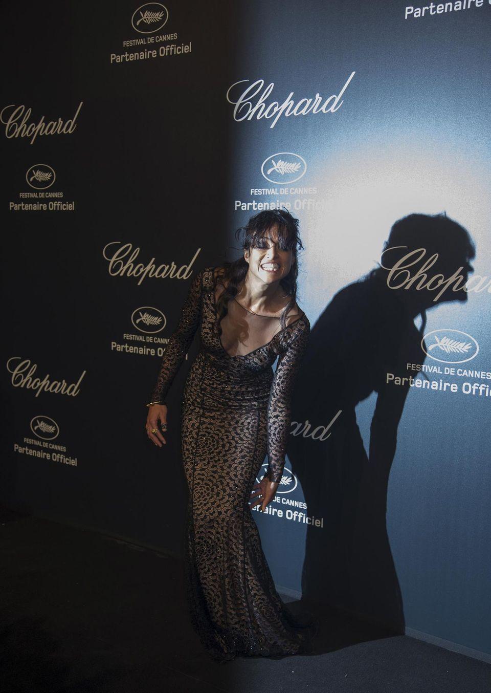 Cheeeeese! Michelle Rodriguez kann vor lauter Haaren im Gesicht kaum etwas sehen, aber schenkt den Fotografen trotzdem ein Grinsen.
