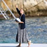 Uma Thurman bewegt sich in Cannes am liebsten barfuß vorwärts.