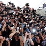Die Fotgrafen drängen sich um die besten Plätze.
