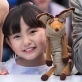 Nachwuchsstar Rio Suzuki hat einen kleinen Freund dabei.
