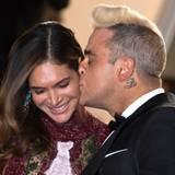 Robie Williams küsst zärtlich seine Liebste Ayda Field.