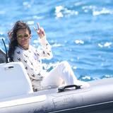 Für Michelle Rodriguez geht es auf dem Boot an der Croisette entlang.