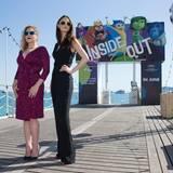 """Marilou Berry und Charlotte Le Bon posieren mit bunten Sonnenbrillen bei der Vorstellung des Animationsfilms """"Inside Out""""."""
