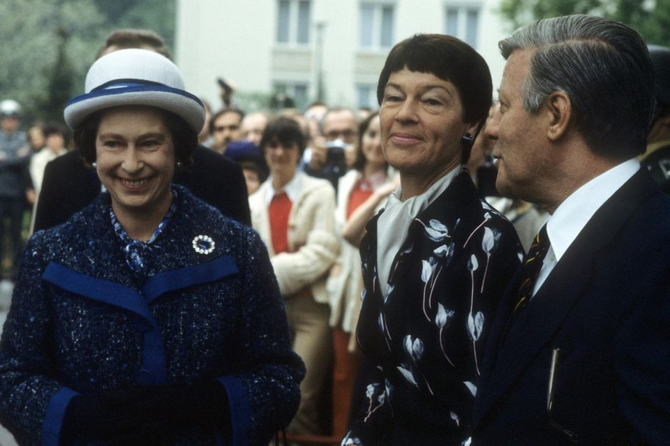 1978  13 Jahre später trifft Queen Elizabeth in Berlin Bundeskanzler Helmut Schmidt und seine Ehefrau Loki.