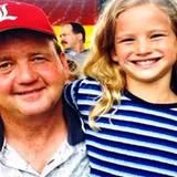 Jennifer Lawrence zeigt bei Instagram ein Foto mit ihrem Papa aus Kindertagen.
