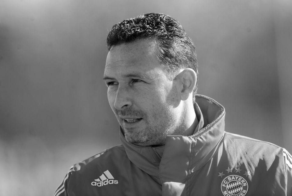 """31. Juli: Stephan Beckenbauer (46 Jahre)  Die Familie Beckenbauer trauert. Stephan Beckenbauer, der Jugendtrainer vom FC Bayern und Sohn von Fußball-Legende Franz Beckenbauer ist nach """"langer, schwerer Krankheit"""" gestorben. Er den Kampf gegen einen Gehirntumor, der vor zwei Jahren entdeckt wurde."""