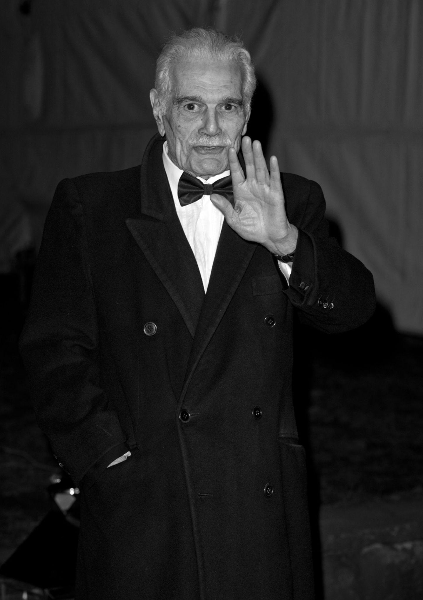"""Jahresrückblick: 10. Juli: Omar Sharif (83 Jahre)Der Ägypter, der durch Filme wie """"Doktor Schiwago"""" oder """"Lawrence von Arabien"""" bekannt geworden ist, erlitt einen Herzinfarkt und starb im Alter von 83 Jahren in Kairo."""