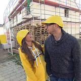 """März 2015  RTL II begleitet Sarah Engels und Pietro Lombardi in der Doku-Soap """"Sarah & Pietro ... bauen ein Haus"""" auf dem Weg aus Sarahs Kinderzimmer ins gemeinsame Haus. Ohne jegliche Baukenntnisse werde die beiden Stars vor so manche Herausforderung gestellt."""