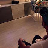 """August 2015 Pietro Lombardi schaut mit Söhnchen Alessio Fußball. """"Er hat zwar immer auf seine Spielsachen geschaut, aber er hatte Spaß"""", schreibt der stolze Papa zu dem Bild."""