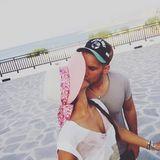 22. Juni 2016  Unter der griechischen Sonne küsst es sich besonders gut. Die beiden teilen ihr Glück auf Facebook.