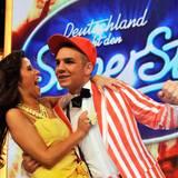 """Januar 2011  Sarah Engels und Pietro Lombardi lernen sich während der 8. Staffel """"Deutschland sucht den Superstar"""" kennen. Schnell wird klar hier bahnt sich eine große Liebesgeschichte an."""