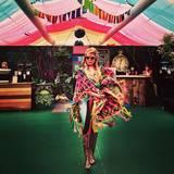 Die Musikerin Paloma Faith steht auf extravagante Outfits. Warum also nicht auch beim Festival mit Fransen-Poncho, Zirkus-Leggings und Leo-Boots modisch so richtig aufdrehen?