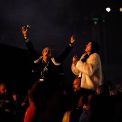 Cara Delevingne und Kendall Jenner feiern Kanye Wests Auftritt.