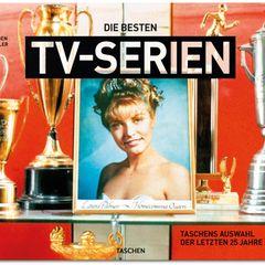 """Der Taschen-Verlag zeigt in einem opulenten Bildband eine Auswahl der bedeutensten TV-Serien der letzten 25 Jahre. Von """"Breaking Bad"""" über """"Twin Peaks"""" bis zu den """"Simpsons"""", für alle Fans ist was dabei. Neben der Erklärung worum es in der Serie geht, sind auch viele fan facts zu finden.    Die besten TV-Serien. TASCHENs Auswahl der letzten 25 Jahre  Jürgen Müller  Hardcover, Halbleinen  32,7 x 24,5 cm - 744 Seiten  49,99 Euro  ISBN 978-3-8365-4272-2"""