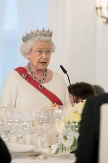 Tag 2  Die Königin hält beim Stattsbankett eine Rede.