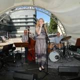 Für eine ausgelassene Stimmung sorgte während der Feier eine Live-Band, die auf einer extra aufgebauten Bühnte performte.