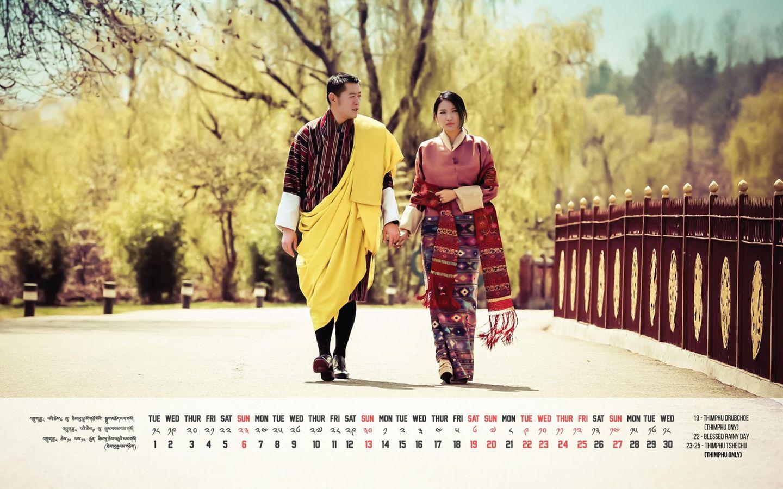 Das September-Blatt zeigt König Jigme und Königin Jetsun vor dem Tashichhodzong, einer Festung mit angeschlossenem Kloster im Norden der bhutanesischen Stadt Thimpu und ist gleichzeitig der Sommersitz der Königsfamilie. Der Gebäudekomplex mit den markanten Türmen an den vier Ecken umfasst 30 Tempel, Kapellen und Schreine.