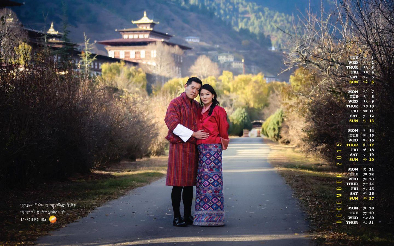 Dezember 2015: König Jigme und seine Jetsun zeigen auf ihrem Dezember-Kalenderblatt erstmals das, was der König einen Monat zuvor zur übergroßen Freude der Untertanen verkündet hat: Die Königin ist schwanger und erwartet einen Sohn.