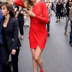 Petra Nemcova strömt wie viele andere auch zur heißbegehrten Fashion-Show von Elie Saab.
