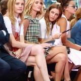 Volle Konzentration in der ersten Reihe: Natalia Vodianova, Rosie Huntington-Whiteley und Elvis-Enkelin Riley Keough begutachten die neue Dior-Kollektion ganz genau.