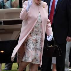 Auch Queen Elizabeth wird mit dem Wagen vorgefahren.