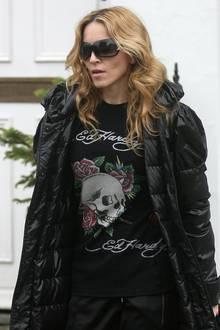 Madonna gehört Mitte der 2000er zu den wohl größten Anhängern der Modemarke. Regelmäßig sieht man sie in einem anderen T-Shirt des Labels ins Fitnessstudio gehen. Ihr Repertoire reicht dabei von den klassischen Totenkopf-Motiven in Schwarz bis hin zu lilafarbenen Glitzershirts.