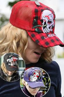 """Die Vielfalt setzt sich auch bei ihren """"Ed Hardy""""-Caps fort. Madonna scheint vor einigen Jahren zu jedem Shirt die passende Kopfbedeckung zu besitzen."""