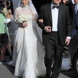 Traditionell führt der Vater, Richard Hilton, die Braut.
