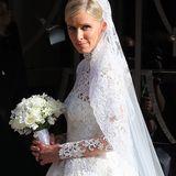 Kein Geringerer als Valentino hat den Traum aus Spitze kreiert, der fast 70.000 Euro gekostet haben soll.