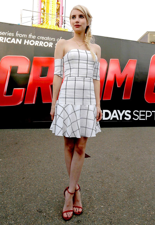 Großkariert: Emma Roberts präsentiert sich bei der Comic-Con u.a. in diesem schulterfreien Bustier-Kleid.