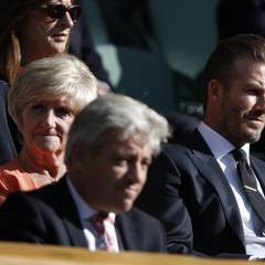 Wimbledon 2015: David Beckham ist offensichtlich ein großer Tennisfan. Schon zum wiederholten Mal kam er zum Match - hier mit seiner Mutter Sandra.