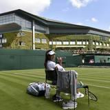 Ana Ivanovic gönnt sich eine Pause während des Trainings.