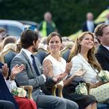 Neben Prinz Carl Philip und seiner Frau Sofia sitzen Prinzessin Madeleine und Ehemann Chris O'Neill, der offenbar extra zum Victoriatag aus London angereist ist.