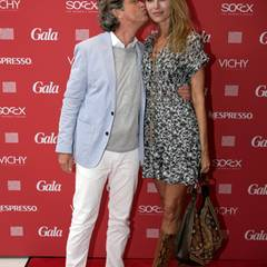 Gib Küsschen! Verleger Florian Langenscheidt drückt seiner Frau Miriam einen Schmatzer auf die Wange.