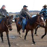 In Lesotho ist Zeit für einen kleinen Ritt: Prinz Harry ist dabei 2010 in Begleitung von Prinz Seesio von Lesotho.