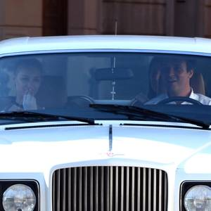 Der Wagen mit dem Brautpaar, Beatrice Borromeo und Pierre Casiraghi, kommt.