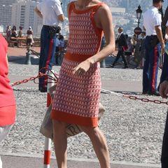 Charlotte Casiraghi ist sommerlich gestylt.