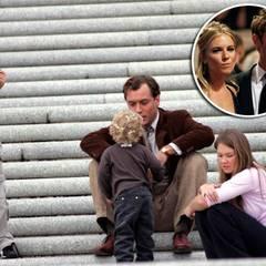 Jude Law und Sienna Miller waren ein Traumpaar. Dann betrog er sie mit dem Kindermädchen Daisy Dwight. Sienna konnte ihrem untreuen Freund tatsächlich verzeihen, letztendlich scheiterte die Beziehung aber doch.
