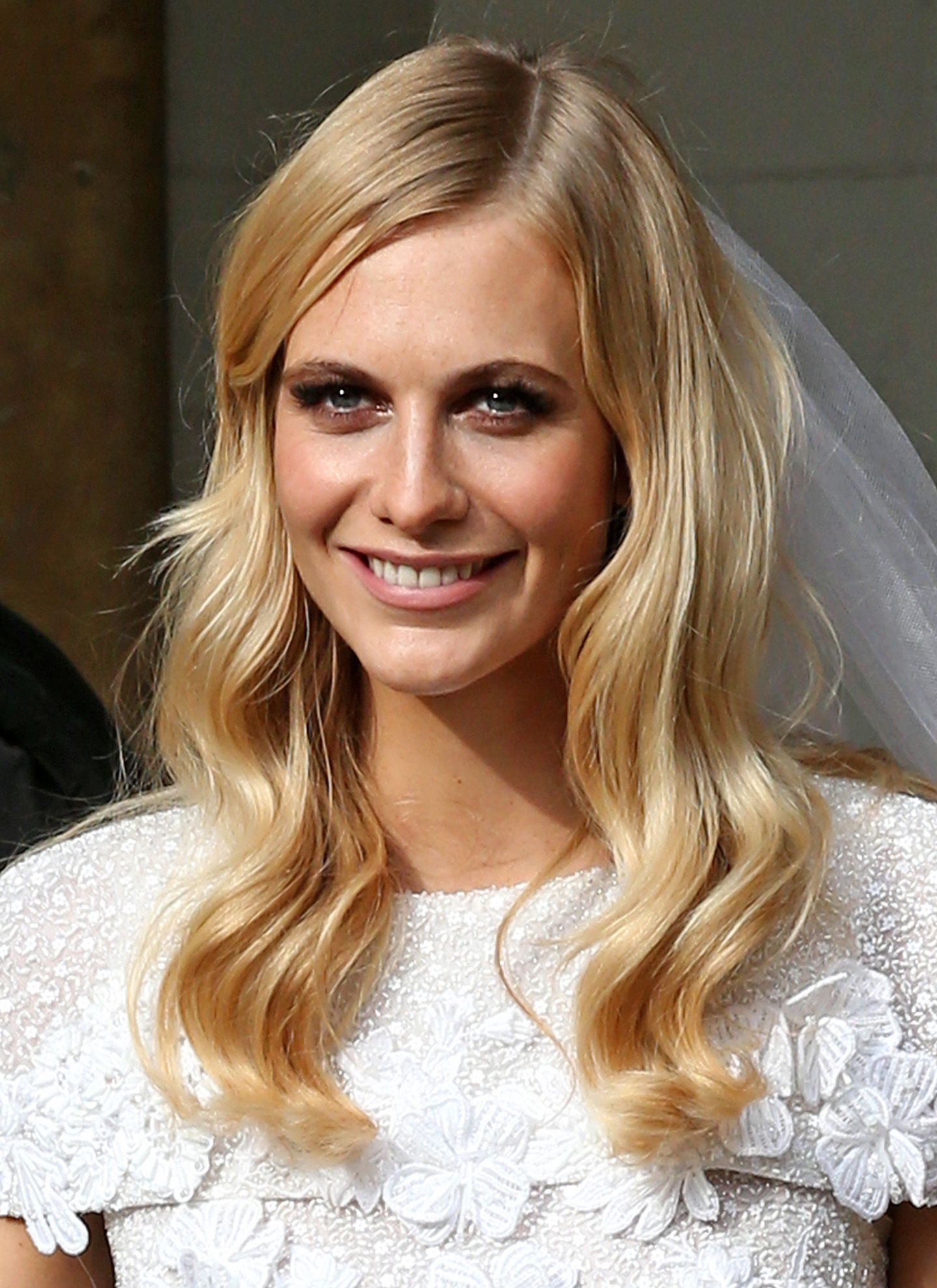 Poppy Delevingne war mit offenen Haaren und weichen, glänzenden Wellen eine wunderschöne Braut.