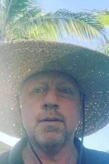 Boris Becker sendet uns diesen hübschen Urlaubsgruß von der karibischen Privatinsel Necker Island. So richtig erholt sieht aber anders aus, Boris!