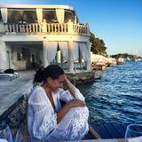 Braungebrannt und im sommerlichen Weiß verbringt Mandy Capristo ihren Urlaub im wunderschönen Kroatien und verzaubert ihre Fans mit diesem tollen Foto.