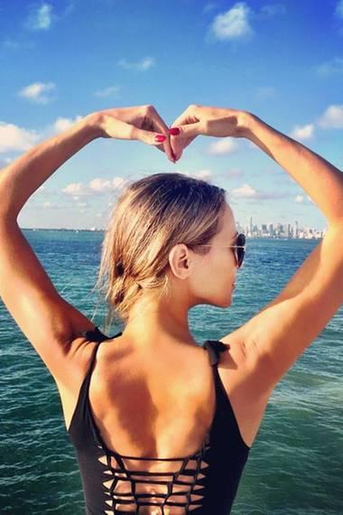 Alessandra Meyer-Wölden schickt uns diese herzlichen Urlaubsgrüße direkt von der sonnigen Küste Floridas.
