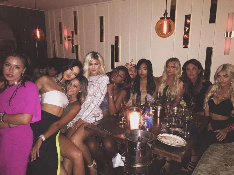 """Kylie Jenner feiert mit ihren """"Girls""""."""