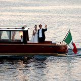 Das Brautpaar genießt die Zweisamkeit auf dem Lago Maggiore.