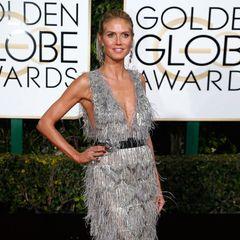 Der Look an sich ist für Heidi Klum nicht überraschend, das fedrig-flusige Kleid von Marchesa gefällt uns für den roten Teppich aber gar nicht.